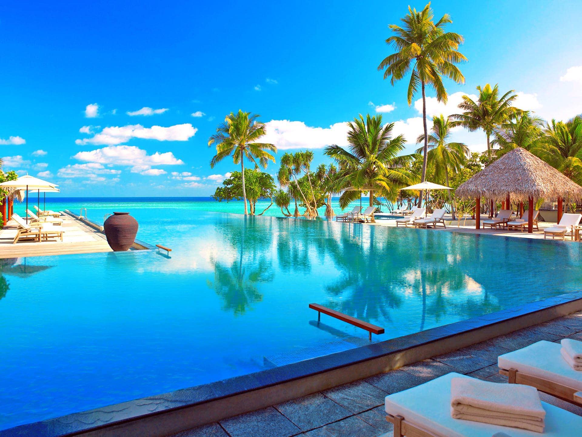 Maldives beach holiday honeymoon luxury for Luxury getaways